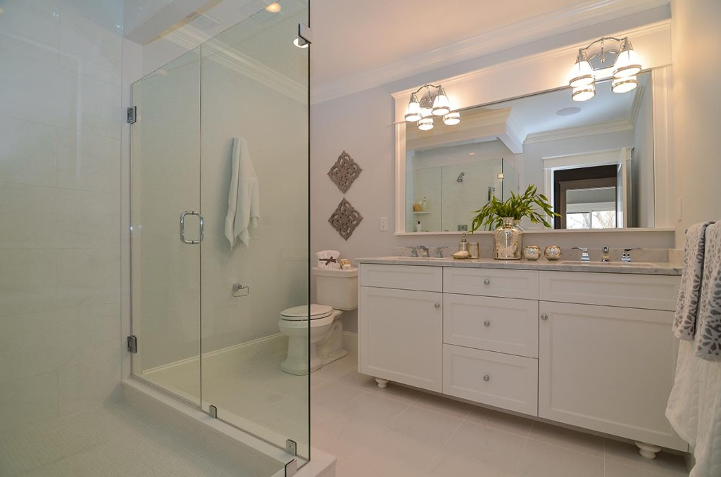 Well appointed master bath